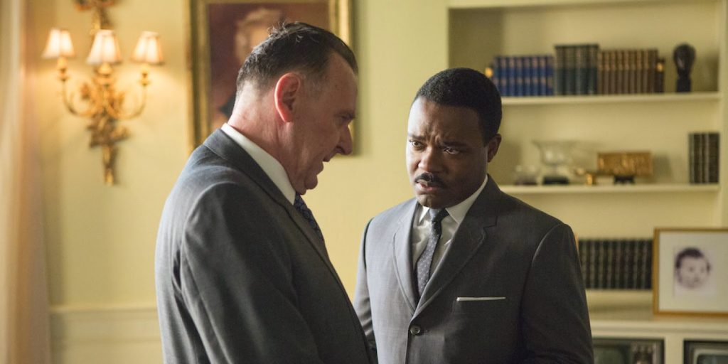 Tom Wilkinson da vida al presidente del país, Lyndon B. Johnson