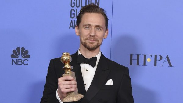 Tom Hiddleston con su Globo de Oro