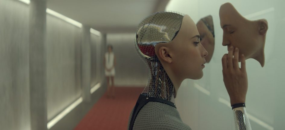 Alicia Vikander interpreta a una máquina inteligente en 'Ex Machina'